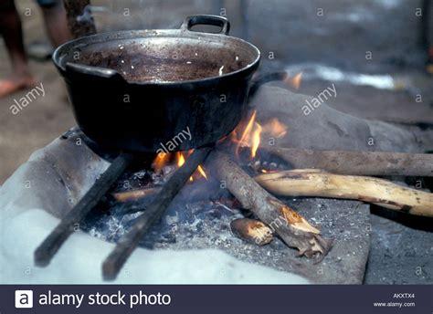 hutte primitive nicaragua miskito k 252 ste moskito indianer kochtopf in