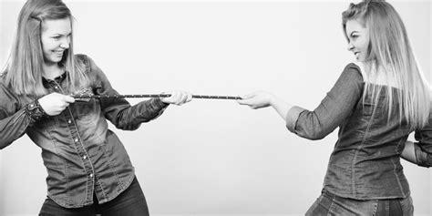 jalousie entre femmes les femmes sont elles solidaires ou rivales entre elles