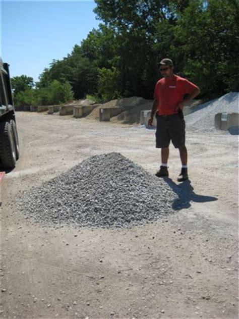 How Many Yards Of Gravel In A Ton 187 how much will my truck hold