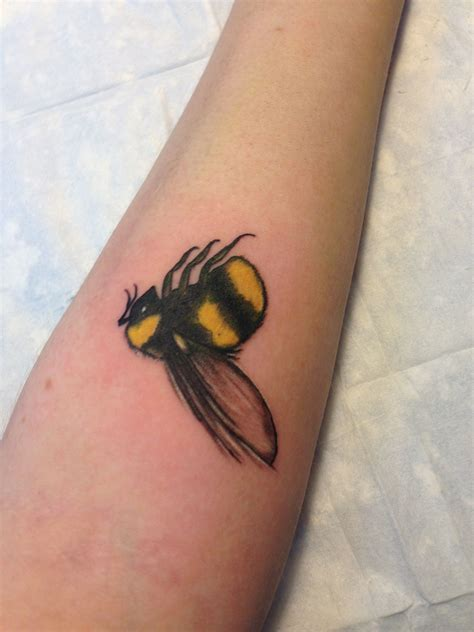 bee tattoo meaning bumble bee tattoos bumble bee