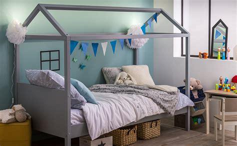chambre avec lit baldaquin id 233 es d 233 corations d un lit 224 baldaquin dans une chambre d