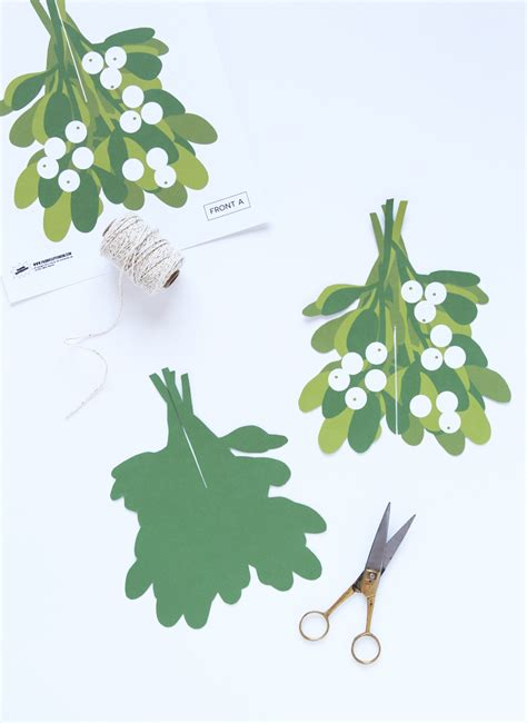 How To Make Mistletoe Out Of Paper - make an easy mistletoe paging supermom