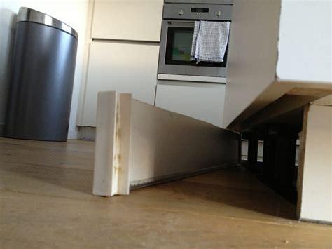 ikea keuken plint bevestiging plint bevestiging keuken bouwmaterialen