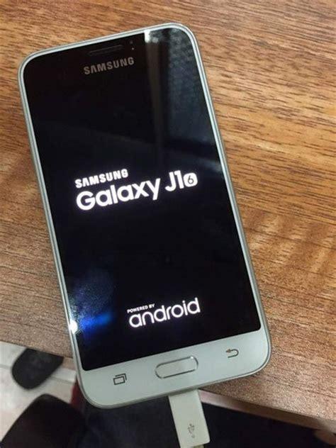Samsung J2 Vs J1 Ace samsung galaxy j1 la version 2016 se d 233 voile 224 travers une photo