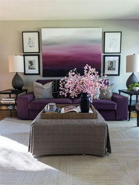 graues wohnzimmer einrichtungsideen wohnzimmer lila und grau sofa tisch