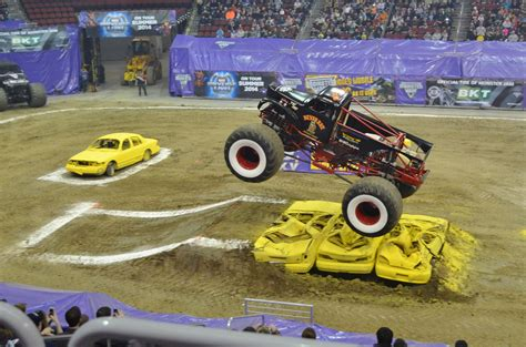 video monster truck accident monster trucks crashes www pixshark com images