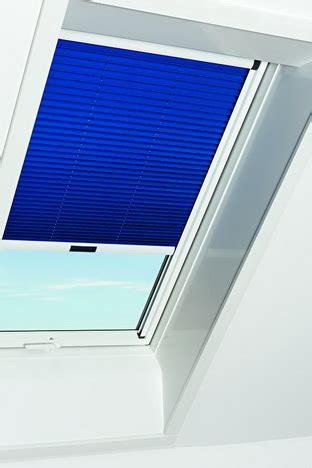 roto fenster sichtschutz roto faltstore plissee blau im kunststoff dachfenster