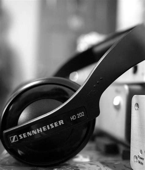 Sennheiser Hd 202 best pair of headphones to buy