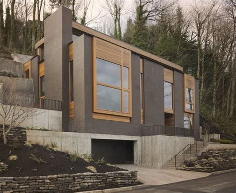 modern mountainside house  portland oregon