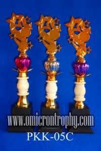 Piala Set Juara 123 Trophy Mtq Tatakan Kotak Plakat Figur Gold Murah 24 agen piala trophy murah harga trophy 1 set