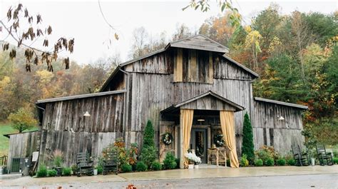 barn wedding venues southern 25 breathtaking barn wedding venues southern living