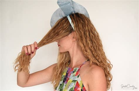 hairstyles for medium length hair with fascinator an easy hairstyle tutorial for when you need to wear a