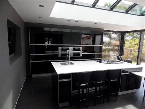 agréable Vitre Pour Table De Cuisine #2: cuisine-noire-veranda-sables-olonne.jpg