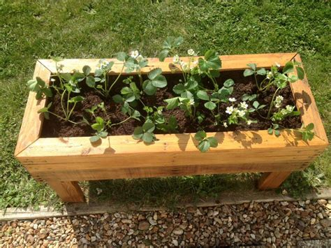 Planter Garden Boxes by Planter Boxes From Pallets 99 Pallets