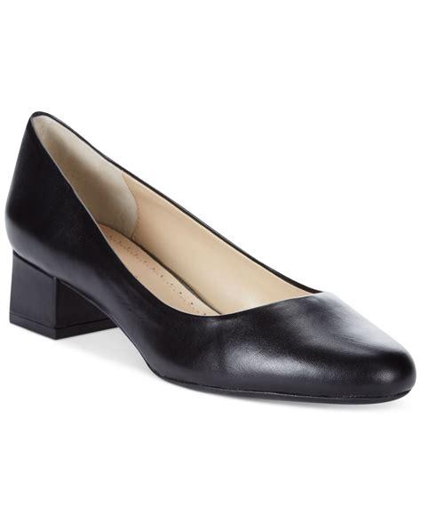 adrienne vittadini flat shoes lyst adrienne vittadini gisella flats in black