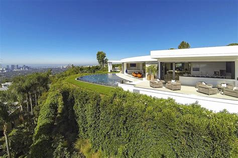 beyonce house minecraft creator outbids z and beyonc 233 for beverly