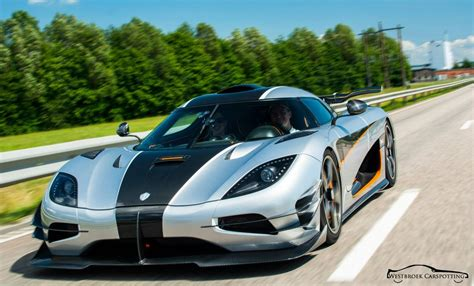 koenigsegg highway koenigsegg one 1 spotted on the road