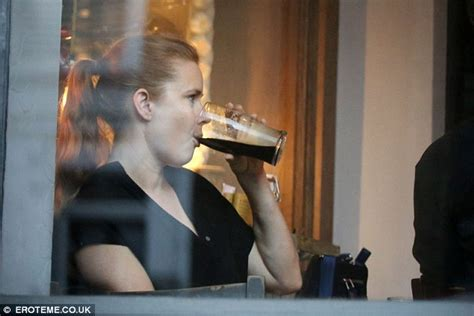 actress amy of justice league crossword amy adams looks at home in london pub as she downs a pint