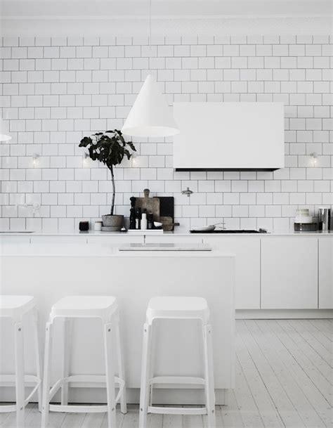 carrelage cuisine blanc carrelage m 233 tro blanc dans la cuisine et la salle de bains