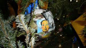 white house christmas decor featuring mao zedong comes