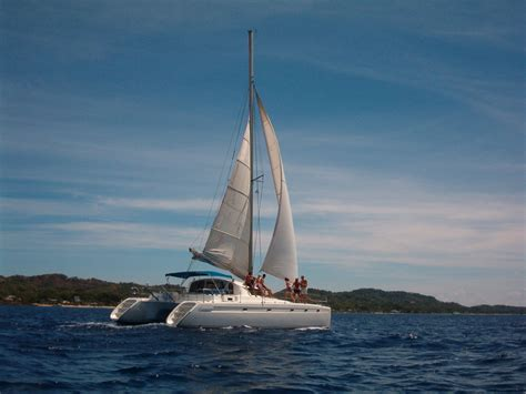 catamaran sailing wallpaper catamaran wallpaper background roatan honduras
