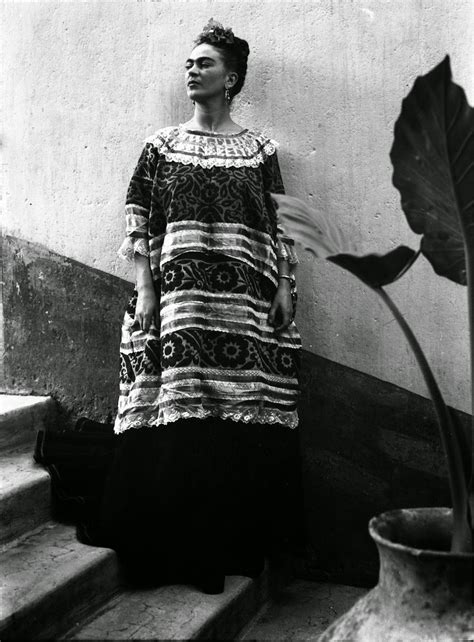 frida kahlo par frida 40 fascinating black and white portraits of frida kahlo from between the 1930s and 1940s