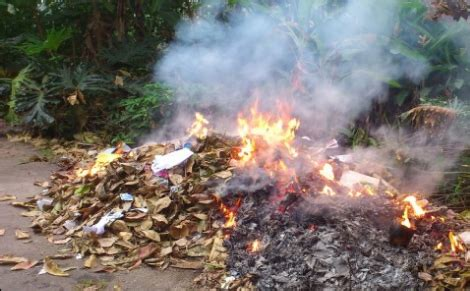 jangan membakar sampah  pekarangan  aturannya