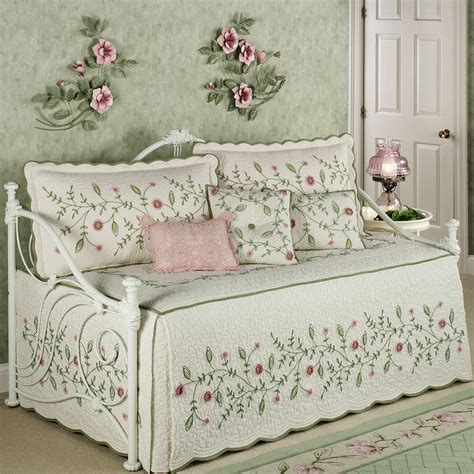 pink trundle day bed for girls bedroom combined with pink