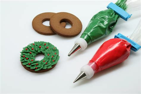 pictures of decorated christmas cookies using royal icing how to make a wreath cookie cakejournal