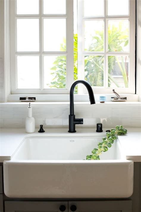 MUST SEE: Now Trending In Cool Faucet Finishes: Black Is