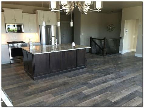 kitchen laminate flooring ideas 25 best ideas about laminate flooring in kitchen on