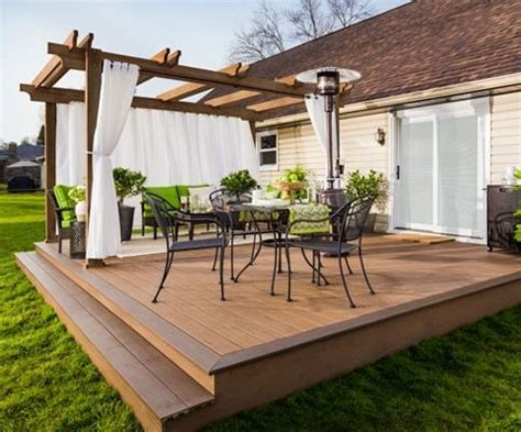 Wooden Patio Designs by 25 Best Ideas About Low Deck On Backyard