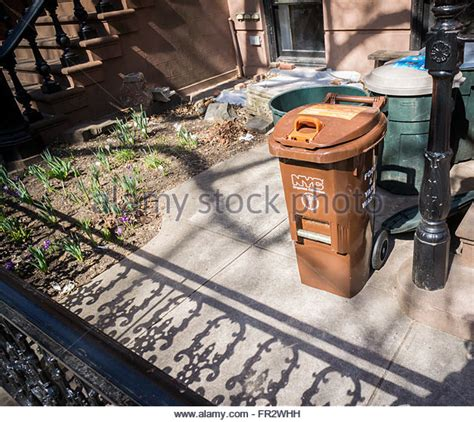 Garden City Ny Garbage Collection Food Waste Bin Green Stock Photos Food Waste Bin Green