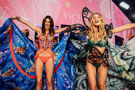 photos gigi hadid victorias secret pink kendall jenner kendall jenner and gigi hadid at the 2015 victoria s