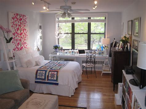small apartments decorating studio bachelor bachelorette apartment house