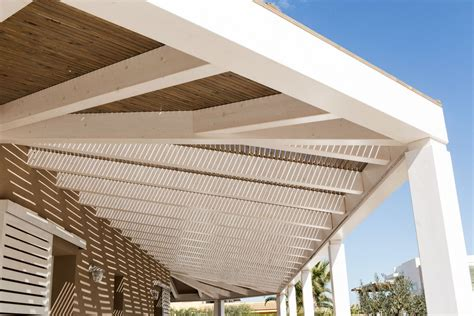 tettoia frangisole tettoia e pannelli frangisole con copertura in legno e
