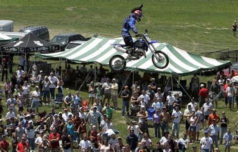 best bike stunts the best bike stunts 30 pics