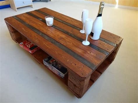 pallet table with wheels 1000 ideas about coffee table with wheels on