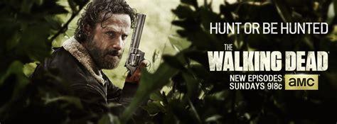 Shocker Is Own Fan by The Walking Dead Season 5 Shocker Fans React To The