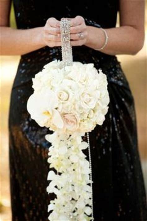 unconventional wedding bouquet shapes weddingelation