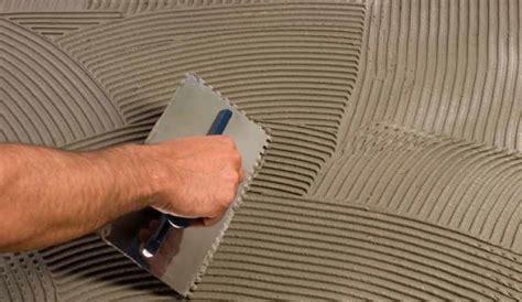 colla piastrelle come posare le piastrelle per il pavimento