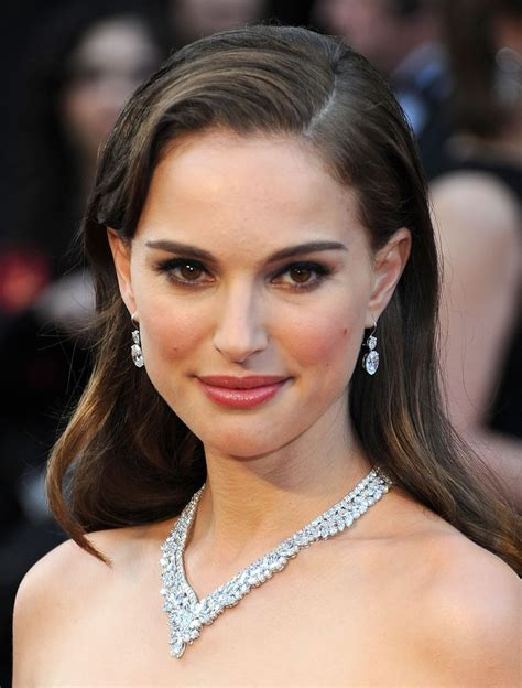 haircut for close set eyes natalie portman s 50s flair the best celebrity