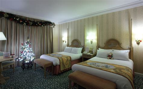 disneyland themed hotel disney hotels disneyland hotel christmas themed room