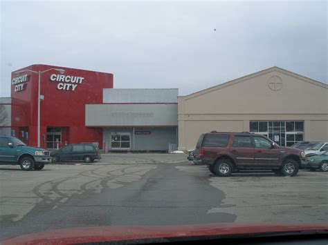 dead and dying retail circuit city in cranston rhode island