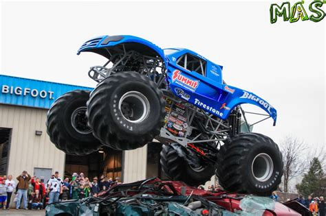 bigfoot truck 2014 bigfoot 4 truck imgkid com the image kid