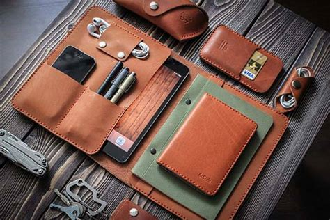 Handmade Leather - the handmade leather mini holds your phone
