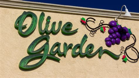 date with olive garden manager ex olive garden manager shares restaurant s secrets date tweets whole thing daily callout