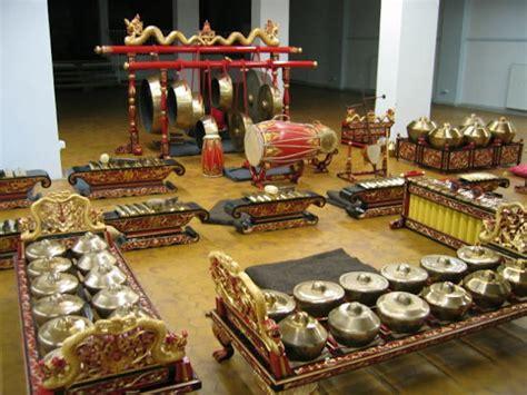 Gamelan instruments