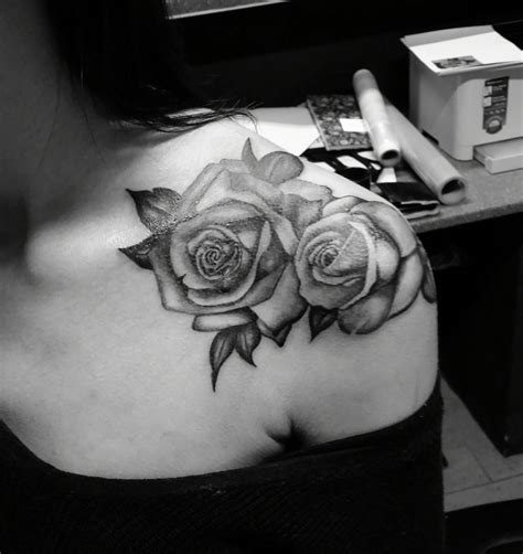 rose tattoo on back shoulder shoulder tattoos shoulder