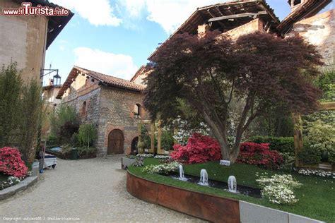 ricetto di candelo mappa veduta dall interno borgo medievale di foto